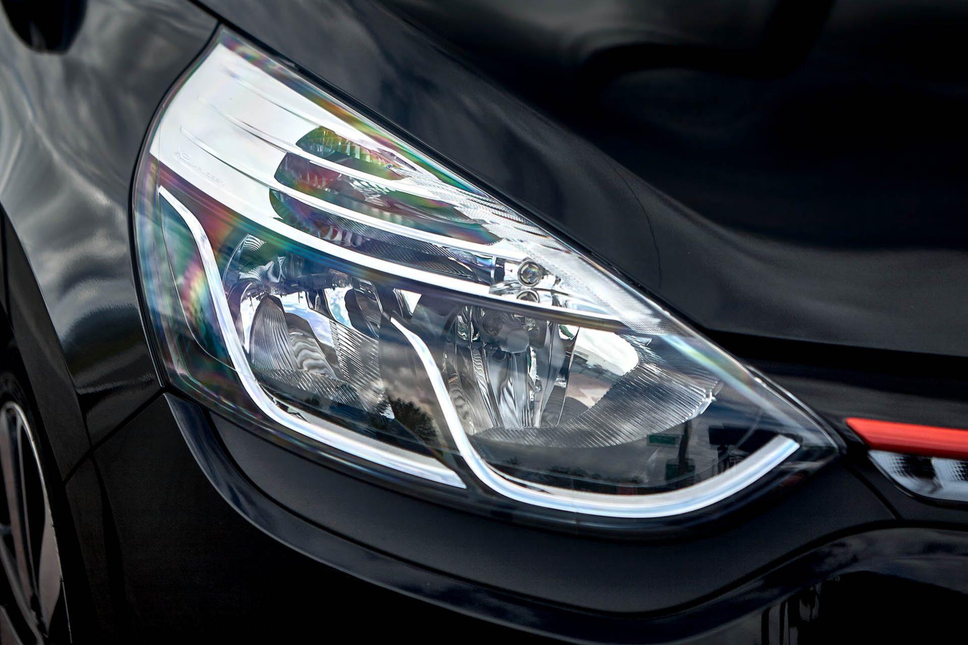 Nettoyage de phares par le garage Duverger Renault